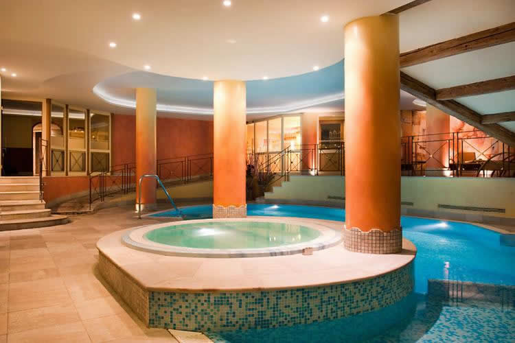 Alpen Suite Hotel: The Pool and Hot Tub