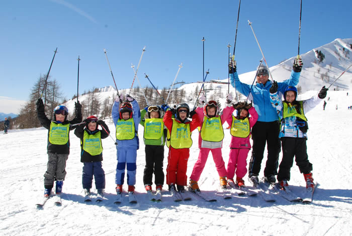 Childrens group classes at ski school